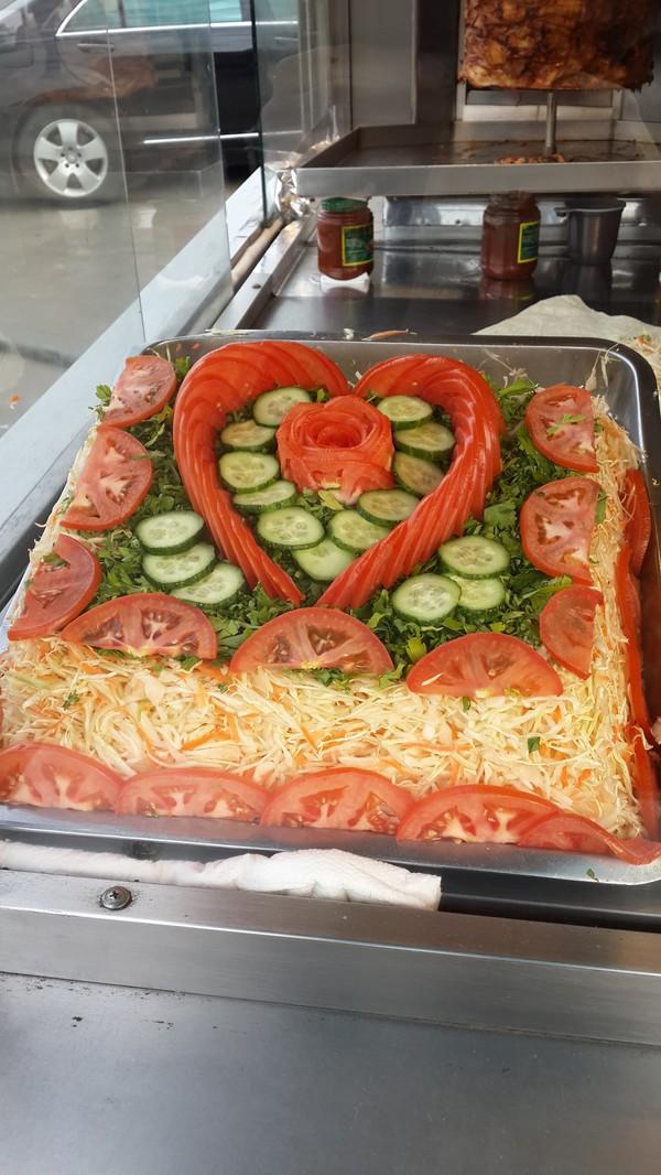 Искусство укладки овощей шаурма, шаурмастер, шаурмен, овощи, сердечко