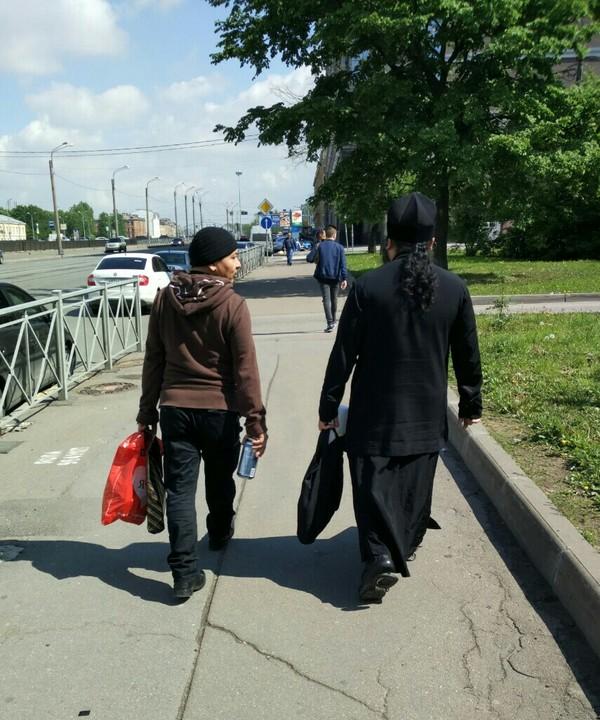Питер - город контрастов. в питере пить, священнослужители, Странные друзья, папарацци