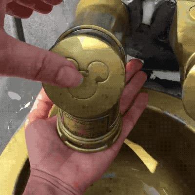 Дозатор для мыла в токийском Диснейленде.