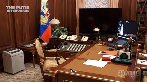 На рабочем компьютере Путина стоит Windows XP. Windows XP, Путин, Оливер Стоун, Компьютер, Политика, Интервью, Документальный фильм