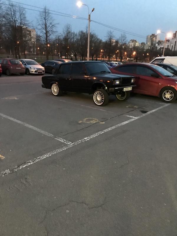 Когда парковочное место шло в комплекте с дисками Жигули, Колхоз, Инвалидное место, Нарушает, Инвалид