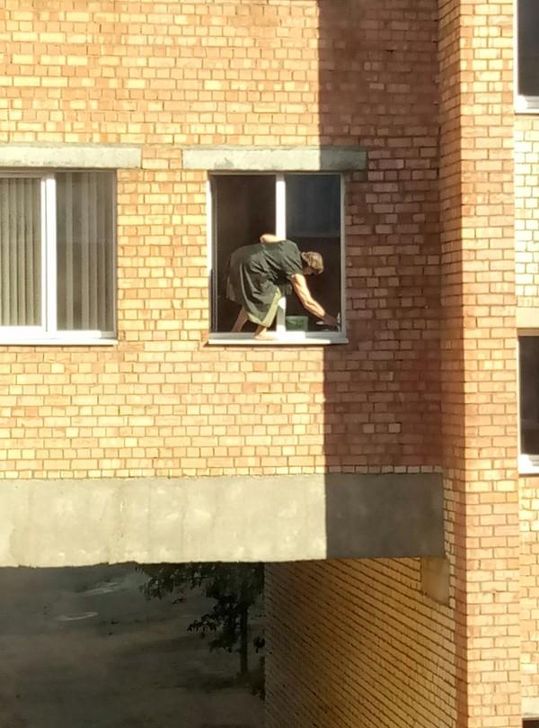 Пост о бесстрашной уборщице Вид из окна, Уборка, Мойка окон, Охрана труда, Стремно, Длиннопост