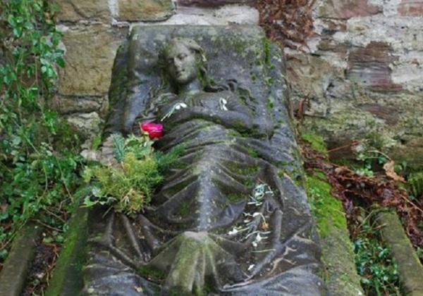 Могила Каролины Вальтер кладбище, надгробие, скульптура, 19 век, длиннопост