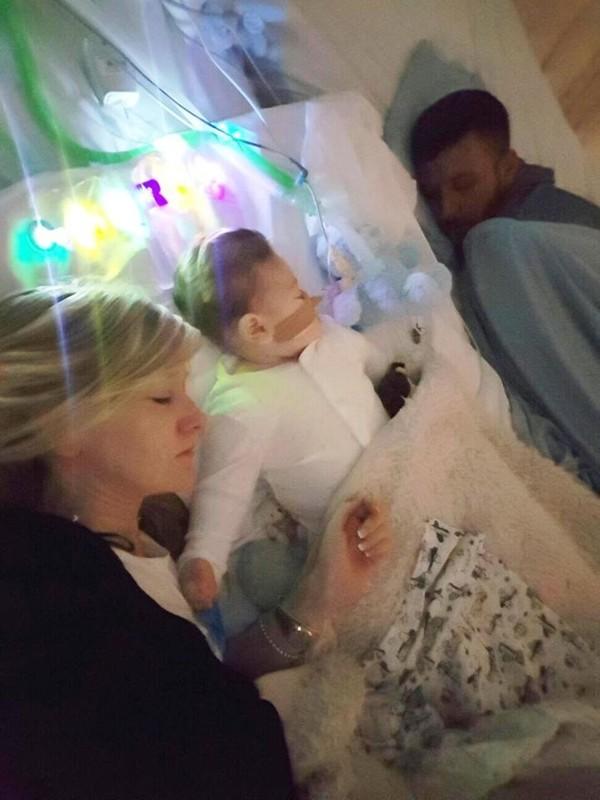 В Британии годовалого малыша отключат от аппарата жизнеобеспечения вопреки воле родителей Дети, Болезнь, Митохондриальное истощение, Великобритания, Дурацкие законы