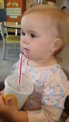Первый раз пробует coca-cola