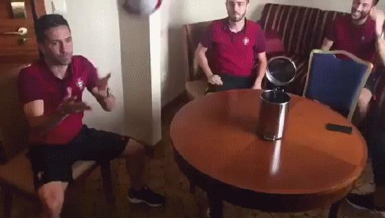 Сборная Португалии развлекается