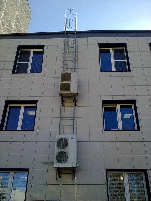 Антураж-кураж монтаж или 2 кондиционера на пожарной лестнице по цене одного Антураж-куражмонтаж, пожарная лестница, кондиционер