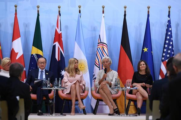 Дочь президента США Иванка Трамп заменила отца на одной из встреч G20 иванка трамп, дочь за отца, Няша, Политика