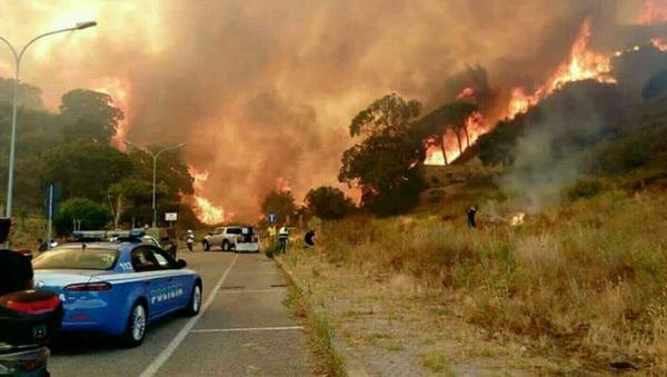 Пожары в Италии Неаполь, Везувий, Италия, Пожар, Катастрофа, Природа, Длиннопост