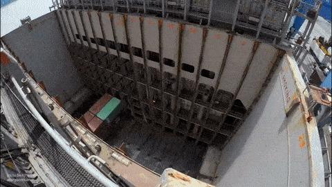 Загрузка грузового судна