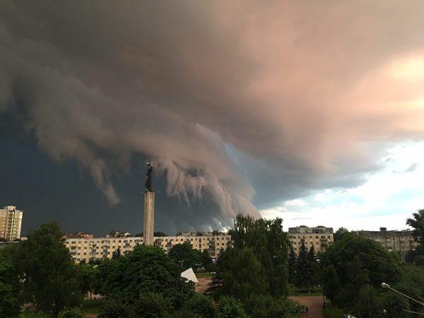 В Калуге небо падает