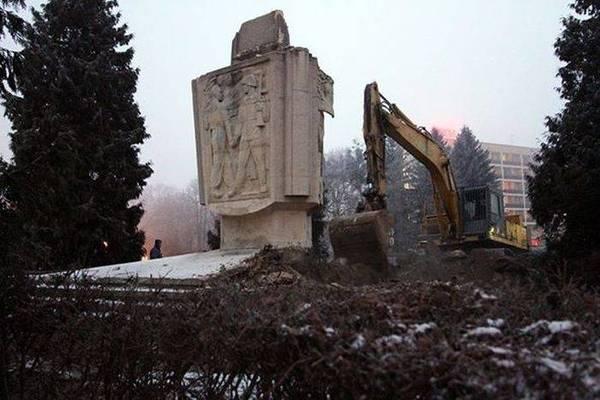 Россия и Израиль призовут Европу осудить снос советских памятников в Польше Россия, Израиль, Польша, Памятник, Красная Армия, политика