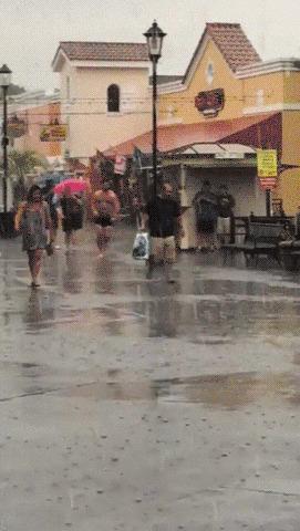Когда ты голый мужик и ну очень любишь дождь