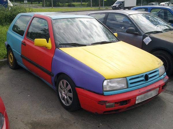 Интересно, какой цвет у этой машины в ПТС?