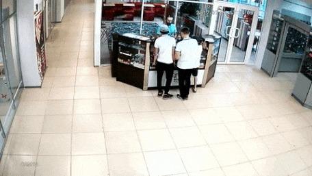 Продавец избил подростка Подросток, продавец, избиение, гифка, ру-чп