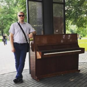 Новокузнецкий предприниматель поставил новое пианино в Арт-сквере молодец, пианино, Новокузнецк
