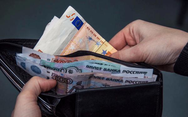 В РПЦ призвали повышать зарплаты, чтобы остановить отток граждан из страны новости, РПЦ, Россия, Зарплата