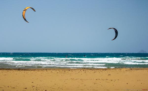 Два полумесяца. море, песок, пляж, кайтсерфинг, Греция, Родос, поцелуй морей, Небо