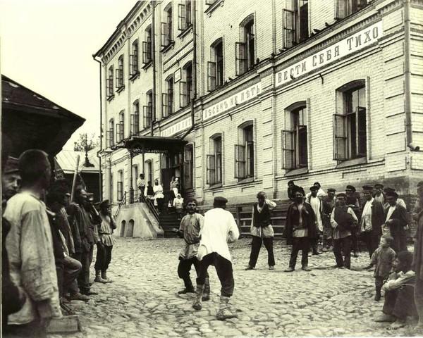 Обитатели ночлежного дома Бугрова фотография, прошлое