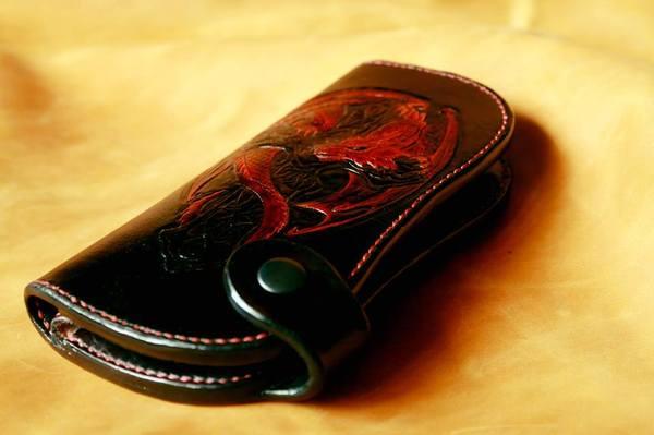 """Большое байкерское портмоне """"Дракон и кельтский крест"""". рукоделие с процессом, кожа, тиснение, кошелек, байкерский кошелёк, длиннопост, дракон"""