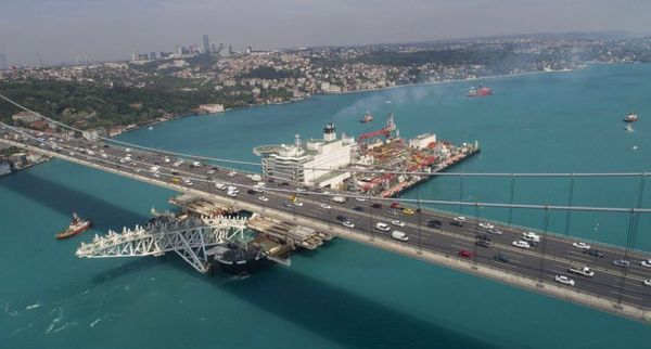 Огромный трубоукладчик Стамбул, судно, Корабль, босфор, Босфорский мост, трубоукладчик, видео