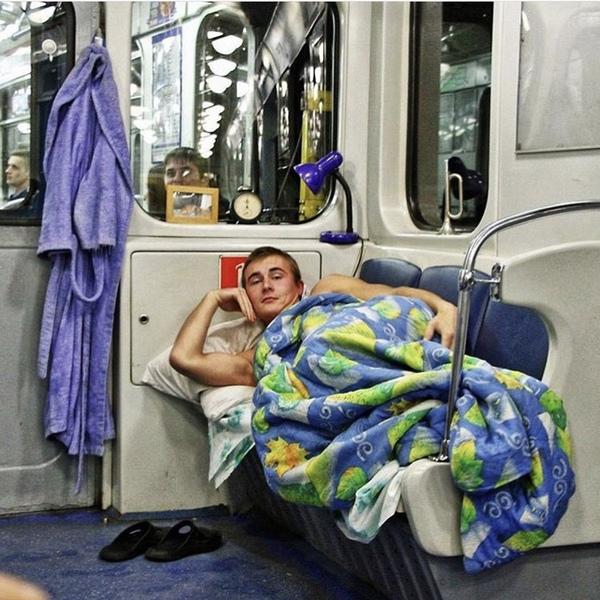 До работы далеко ездить не надо, главное свою остановку не проспать