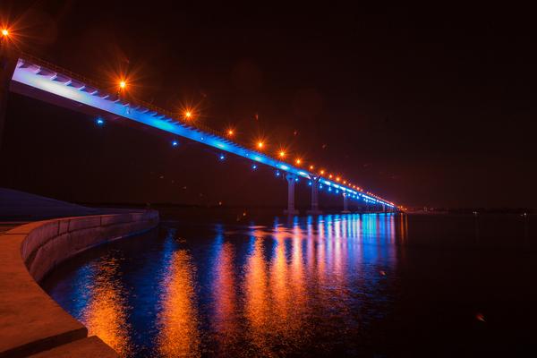 Танцующий мост обзавелся красивой подсветкой . г.Волгоград
