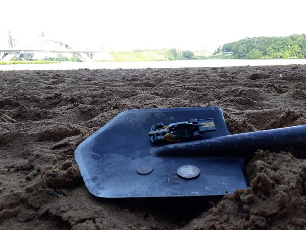 Первый коп пляж, лопата, игрушечная машинка, монета