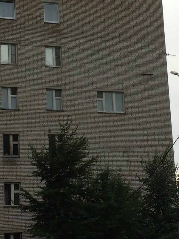 А что,так тоже можно? окно, дом, строители, wtf, длиннопост