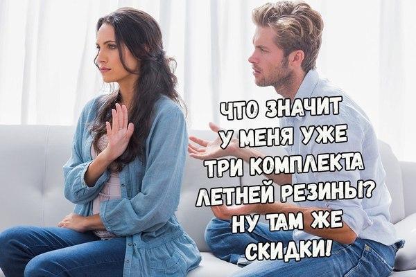 Девочка смотрит как парень перед ней дрочит