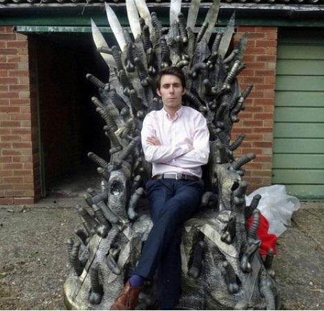 На одном троне пики точеные, а на другом...