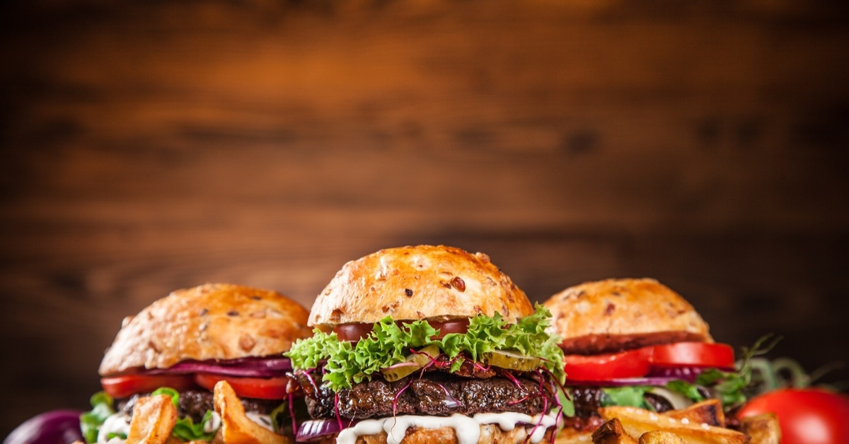 slamme eating fast food -