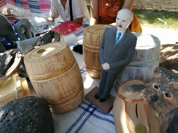 На ярмарке лукашенко, Ярмарка, народное творчество, Беларусь, Политика