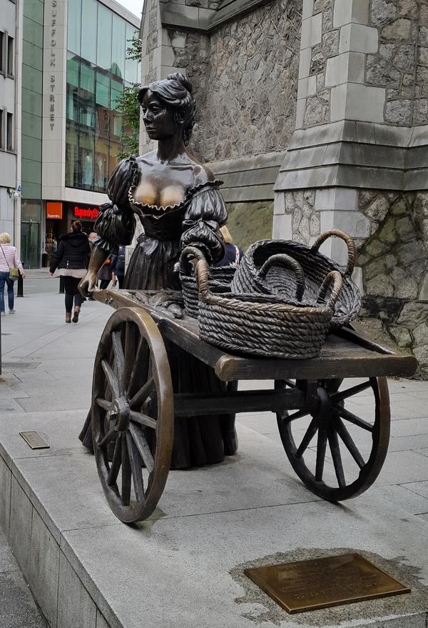 Молли Малоун - не официальный символ Ирландии Молли Малоун, ирландцы, Дублин, Дублинцы, Ирландская Музыка, Ирландские песни, скульптура, Первый пост