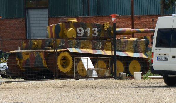 Тигр и подводная лодка на границе с Венгрией подводная лодка, танки, тигр, странности, Интересное, хобби