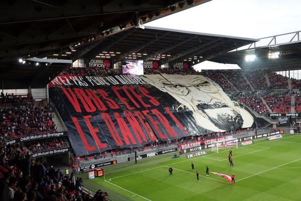 Фанатский баннер по мотивам сериала «Во все тяжкие» футбол, чемпионат Франции, ренн, Breaking bad, sportsru, фанаты