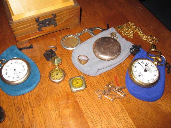 Семья въехала в купленный дом и нашла в чулане потайную дверцу. А за ней настоящее сокровище! Фотография, Находка, Клад, Монета, Часы, Сокровища, Тайник, Длиннопост