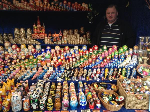 Продавец матрешек в Берлине. матрешка, Россия, пост, пикабу, моё