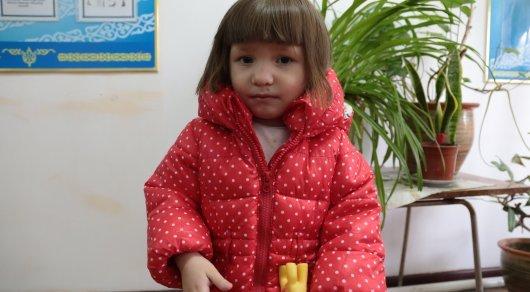 Родные обнаруженной на улице в Астане маленькой девочки до сих пор не найдены милана, астана, девочка, маленькая девочка, пропали родители, длиннопост, помощь