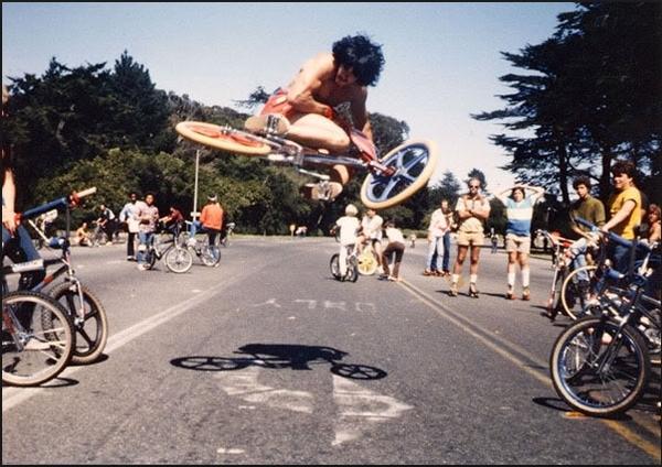 Машина VS велосипед. Победитель - толпа обезьян велосипедист, автомобилисты, сочи, неадекваты, самдурак, длиннопост