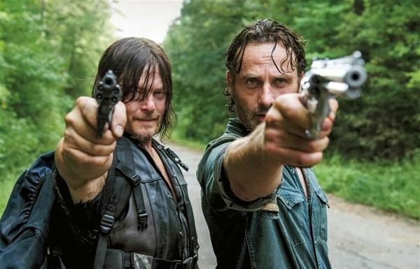 """Создатели сериала """"Ходячие мертвецы"""" потребуют миллиард у AMC ходячие мертвецы, Много денег, сериалы, AMC"""