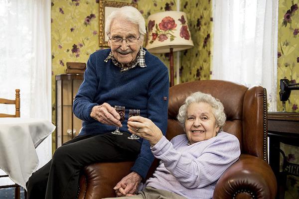 Еще одна история любви... любвоь, брак, через годы, верность, долголетие, длиннопост, история, пожилые
