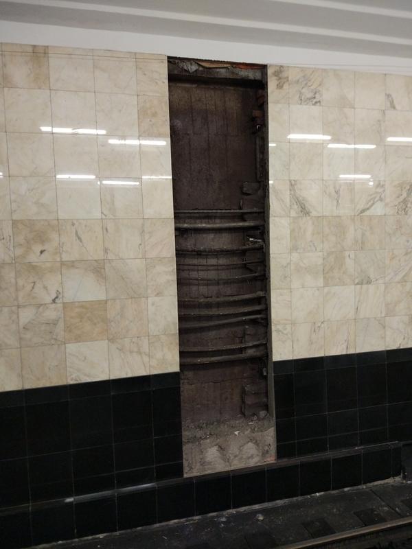 Дверь в метро (продолжение). Дверь, метро
