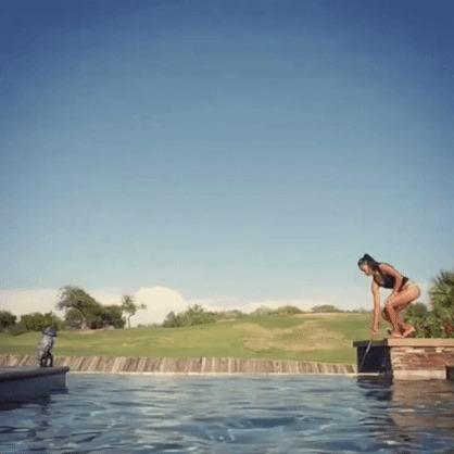 Получилось! гифка, мячи, девушки, вода, бассейн