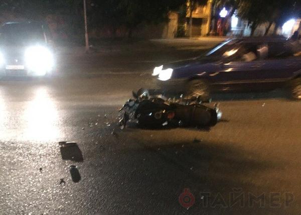 Водитель BMW с документами майора СБУ сбил мотоциклистку, протаранил три авто и сбежал. СБУ, побег с места проишествия, украина, политика, длиннопост