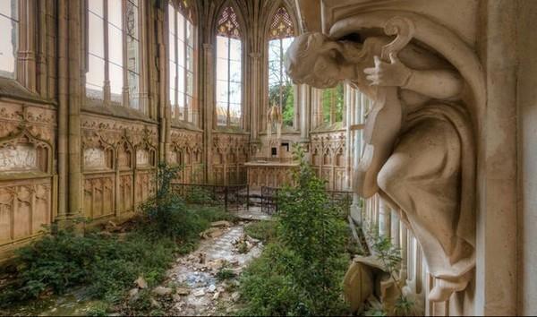 Заброшенная церковь во Франции