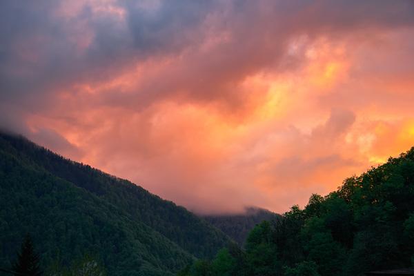 Просто закат на Кавказе. Всем приятного вечера!
