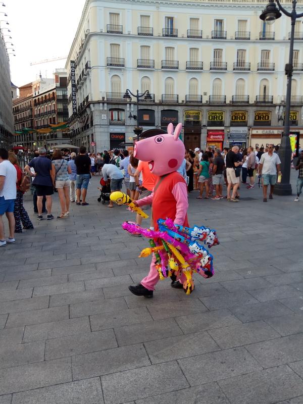 Даже Свинка Пеппа летом работает свинка пеппа, мадрид, работа, лето