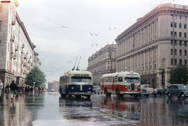 Москва, Тверская улица после дождя. 1950-е, в цвете