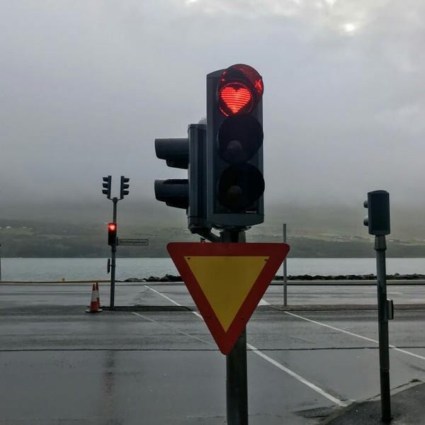 Светофоры в Исландии, которые дарят немного любви